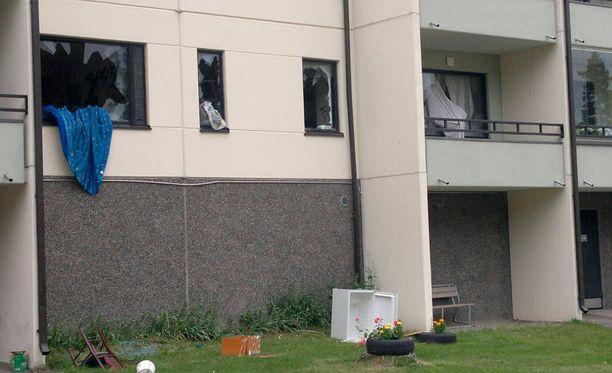 Paikallaolijat kertoivat, että asunto oli todella huonossa kunnossa toisen tuhoamiskerran jälkeen.