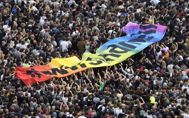 Chemnitzissä kokoonnuttiin maanantai-iltana rasismia vastaan.