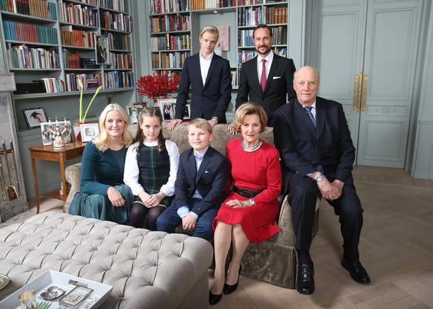 Norjan kuningasperhe julkaisi kaksi joulukuvaa.