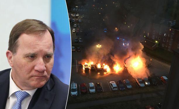 Ruotsin pääministeri Stefan Löfven on joutunut ankaran kritiikin kohteeksi SVT:n haastattelun vuoksi. Löfven kommentoi Ruotsin väkivaltarikollisuutta. Oikeassa kuvassa asukkaan kuvaama kuva Göteborgin autopaloista.