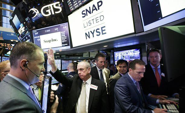 Snapchat listautui torstaina New Yorkin pörssiin. Ensimmäisen päivän päätöskurssilla sen arvoksi tuli 28,4 miljardia dollaria.
