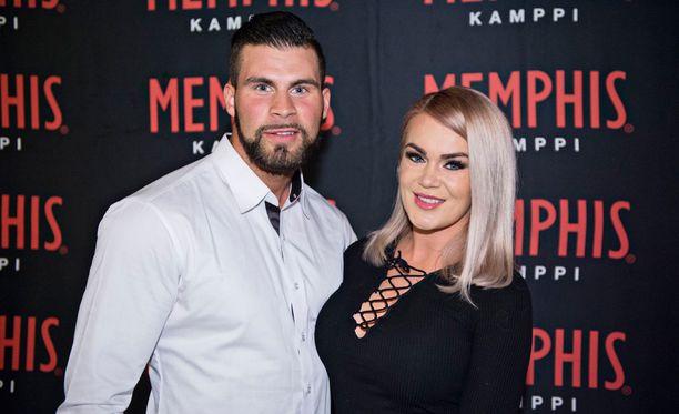 Rosanna Kulju vietti iltaa poikaystävänsä Tofe Saidin kanssa Memphis-ravintolan syntymäpäivillä helmikuun alussa.