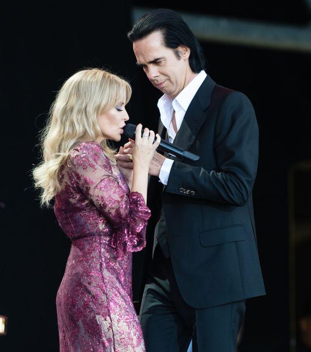 Kylie ja Nick Cave esittivät tunteikkaan duetton.