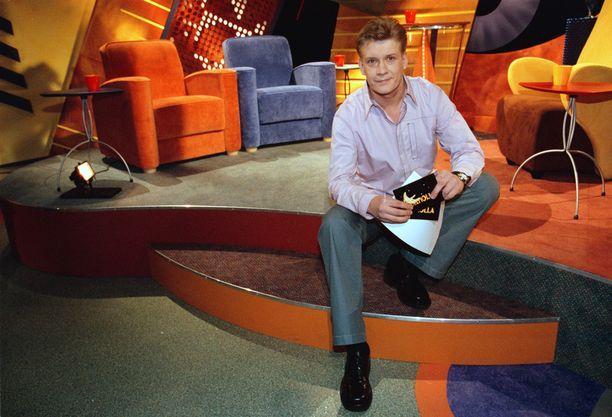 Ohjelmaa juonsi vuodet 2001–2004 Santeri Kinnunen.