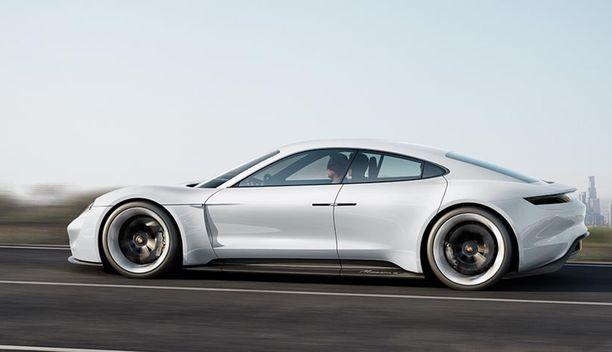 Porsche Taycan on neliovinen sähköurheiluauto.