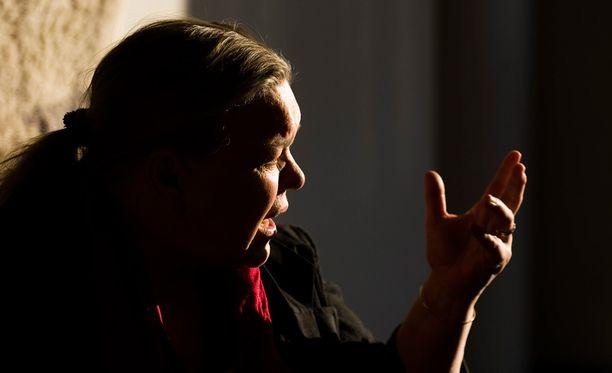 Kirjailija Kirsti Mannista syytetään törkeästä veropetoksesta ja kirjanpitorikoksesta vuosina 2009-2013.