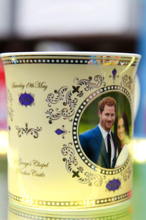 Meghan Marklen ja prinssi Harryn juhlamukit ovat jo kaupoissa.