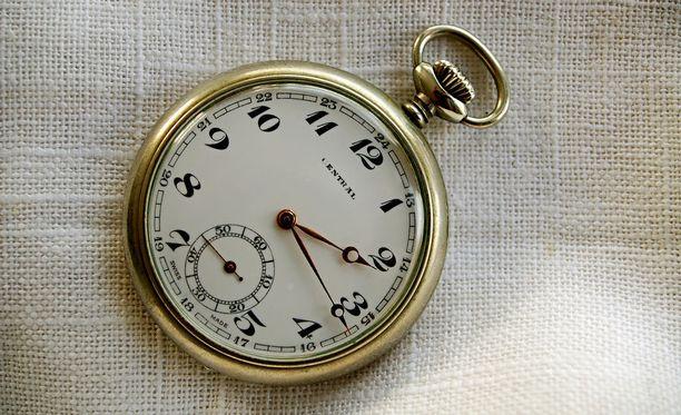 Tällaiset kellot toimivat alkuvuodesta luotettavammin kuin Keski-Euroopan sähköverkkoihin synkronoidut kellot.