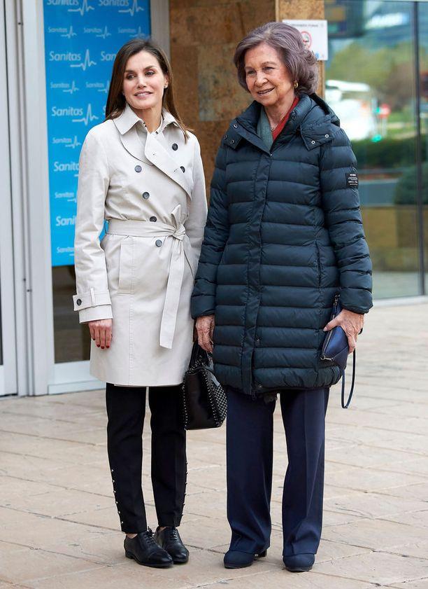 Kuningatar Letizia (vas.) ja kuningatar Sofia joutuivat tällä viikolla kohun keskelle. He olivat yhtä hymyä.