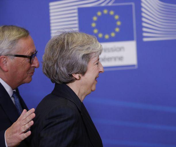 EU-komission puheenjohtaja Jean-Claude Juncker ja Britannian pääministeri Theresa May ovat hitsaantuneet viime kuukausien aikana brexit-taistelupariksi.