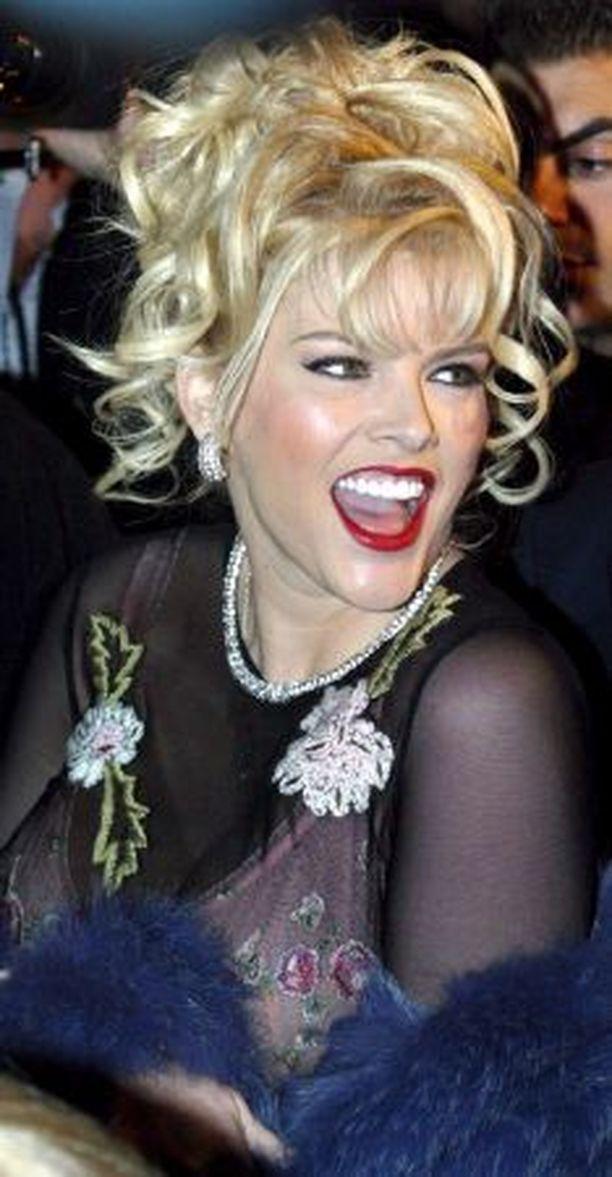 Anna Nicole Smith oli syönyt ennen kuolemaansa suuren määrän eri lääkkeitä.