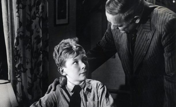 Pöysti näytteli elokuvassa Suomisen Ollin tempaus vuonna 1942.