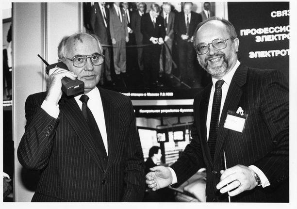 Mihail Gorbatshov ja Stefan Widomski ikonisessa kuvassa.