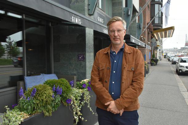 Toimittaja Jan Stocklassa kirjoittaa parhaillaan toista kirjaa Olof Palmen murhan innoittamana.