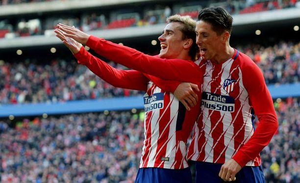 Antoine Griezmann (vas.) ja Fernando Torres olivat tehokkainen Atléticon kotivoitossa.