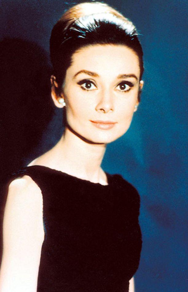 TYYLI-IKONI Audrey Hepburnin klassista tyyliä ihaillaan edelleen. Muun muassa Victoria Beckham on julistanut Audreyn esikuvakseen.