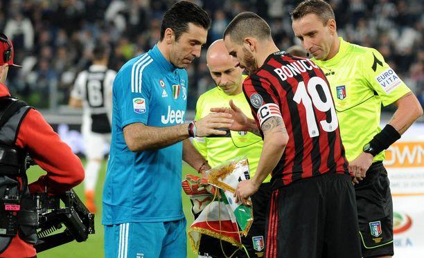 Voitto nosti Juventuksen neljä pistettä Napolin edelle. Otteluita molemmilla joukkueilla on jäljellä vielä kahdeksan.