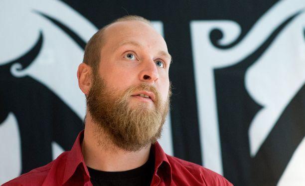 Robert Helenius ottelee seuraavan kerran Helsingissä 19. joulukuuta, kun hän kohtaa raskaan sarjan Euroopan mestarin Erkan Teperin.
