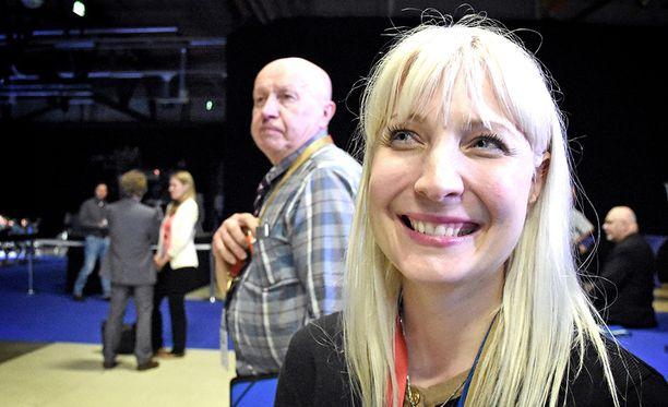 Laura Huhtasaari muistutti, että puoluekokous valitsi perussuomalaisille uuden johdon selkein luvuin.