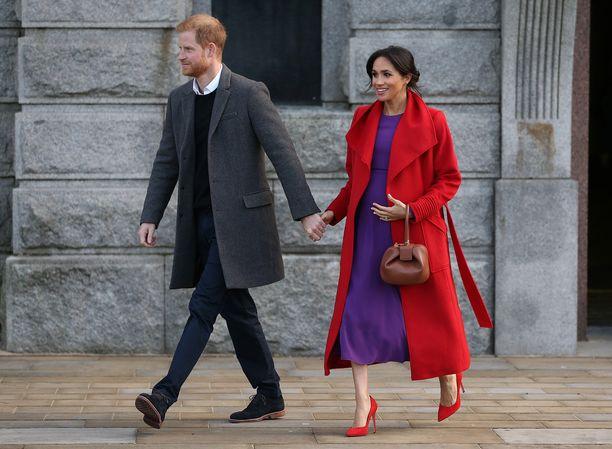 Sussexin herttuapari avioitui vuosi sitten.