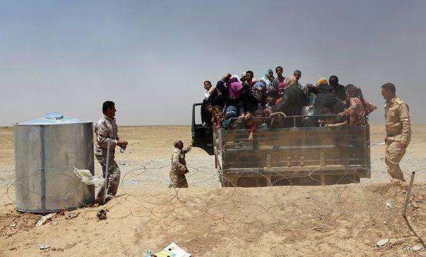 Heinäkuussa maan sisäisiä pakolaisia pakenee Isisin hallussaan pitämiltä alueilta Mosulista ja sen lähikylistä.