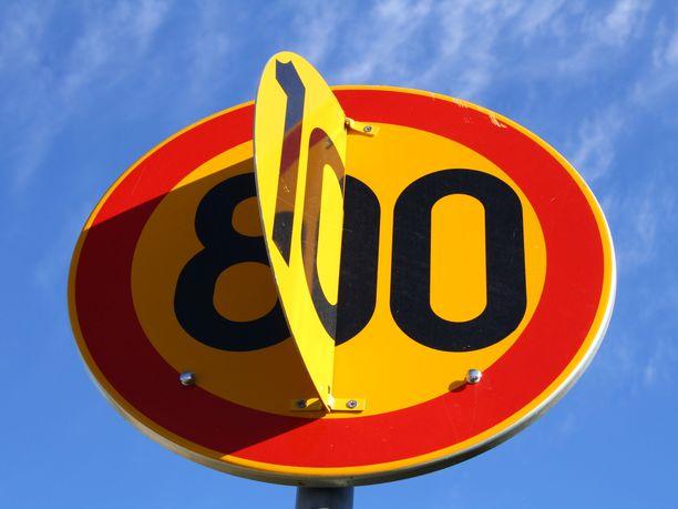 Pääteillä nopeudet palautuvat 80 kilometristä 100 kilometriin tunnissa tämän viikon aikana, mikäli tien kunto sallii.