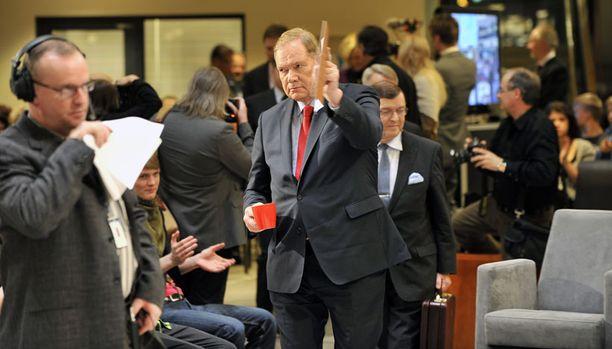 RAJU HYÖKKÄYS Paavo Lipposen mukaan Timo Soinin yhteyksistä eurooppalaisiin piireihin löytyy myös äärioikeistolaisia aineksia.