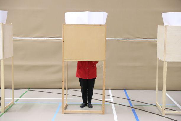 Perinteinen suomalainen vaalilippu-äänestys on turvallinen.