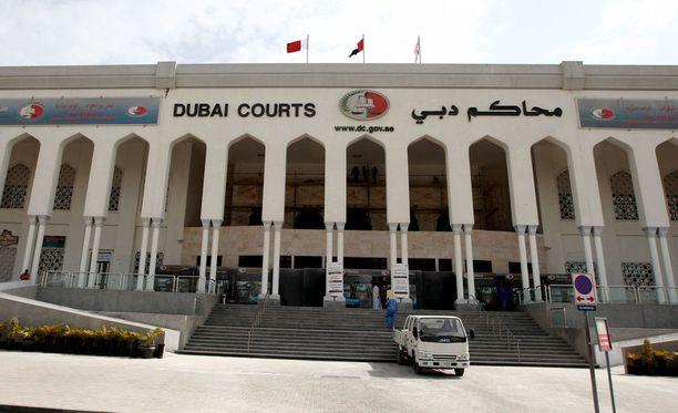 Dubailainen oikeuslaitos myönsi viime vuonna tytön isällä tytön lähihuoltajuuden. Kuvassa Dubain kaupungin keskustan oikeustalo.
