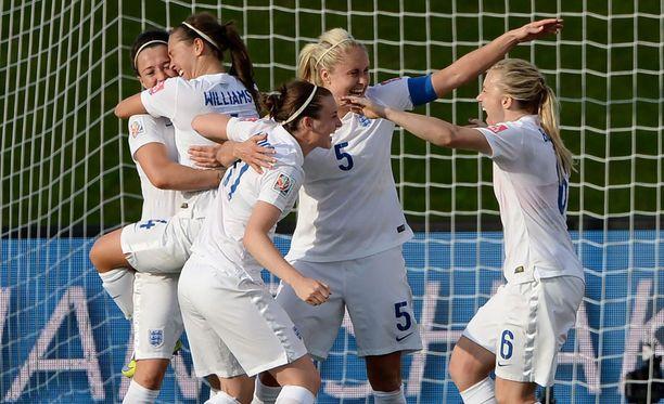 Englanti juhli 2-1-voittoa Kanadasta.