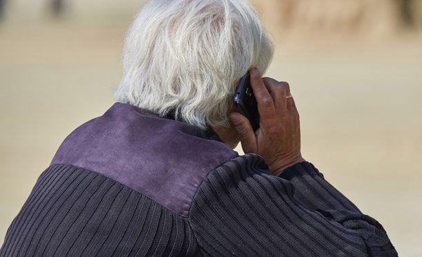 Usein valepoliisin uhreiksi ovat valikoituneet iäkkäämmät ihmiset.