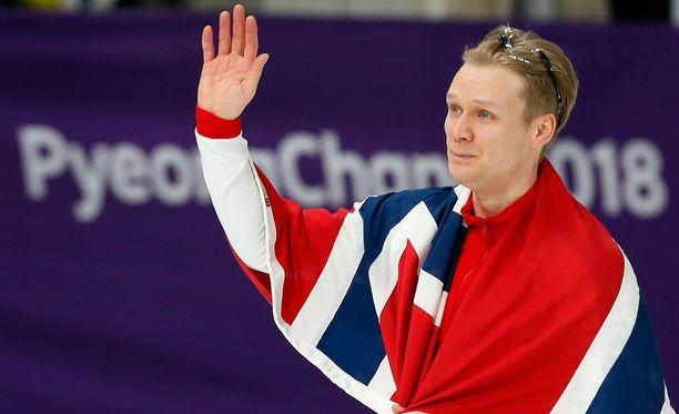 Håvard Lorentzen kruunattiin maanantaina pikaluistelun 500 metrin olympiavoittajaksi.