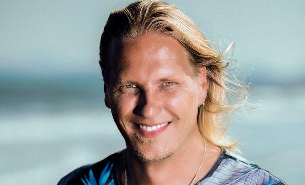 Radio Suomipopin Popstudion juontaja Sami Kuronen juontaa Nelosella 23.3. alkavan Temptation Island Suomi 2 -sarjan.
