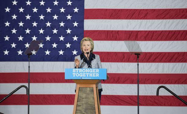 Demokraattipuolueen viimeisen esivaalin voitti odotetusti puolueensa presidenttiehdokkuden varmistanut Hillary Clinton.