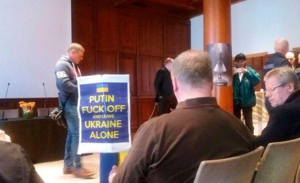 Mies lähetti Putinille haisevat terveiset.