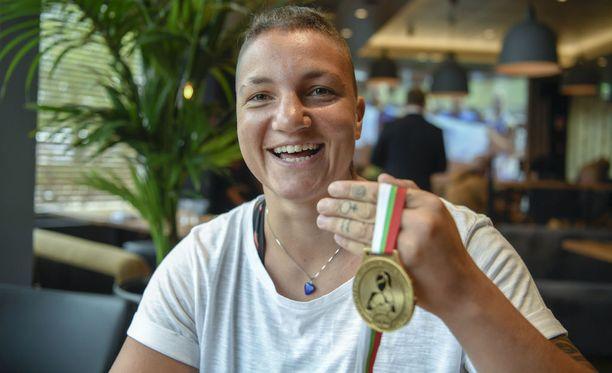 Kahden burnoutin jälkeen Elina Gustafsson päätti siirtyä täysipäiväiseksi nyrkkeilijäksi. EM-kulta oli välitavoite, sillä uran kohokohta odottaa Tokiossa 2020.