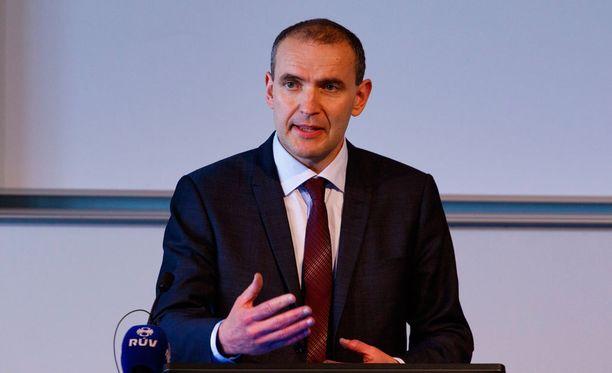 Ennakkosuosikki Gudni Johannesson julistautui Islannin presidentinvaalien voittajaksi.