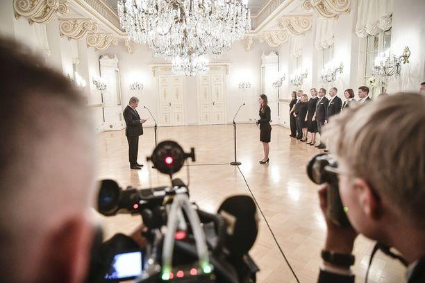 Presidentti Sauli Niinistö ja pääministeri Sanna Marin kuvattuna uuden hallituksen tervehdyskäynnillä joulukuussa.