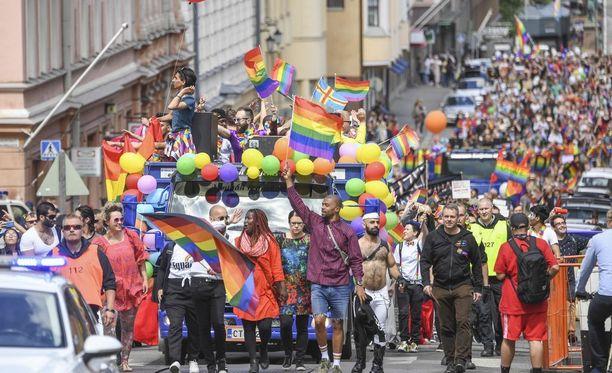 Suomalaisten yhteen paikkaan kokoontuneiden mielenosoitusten historiassa lauantain Pride päihittää osallistujamäärässä muun muassa vuoden 1956 yleislakon.