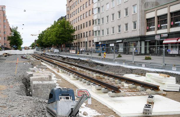 Raiteiden rakentaminen työllistää Tampereella.