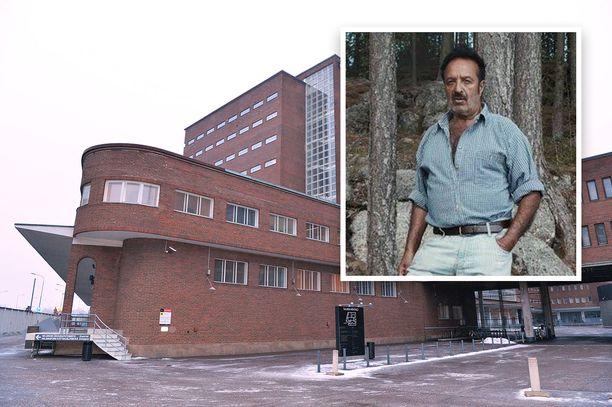 Kirjailija ja kulttuurineuvos Veijo Baltzar on vangittu todennäköisin syin epäiltynä törkeästä ihmiskaupasta.