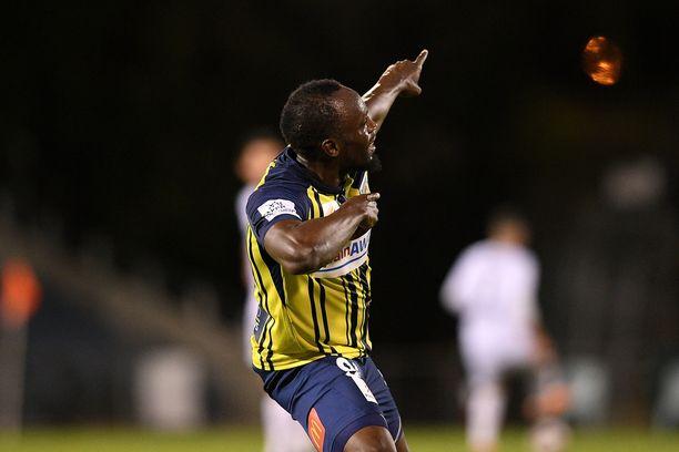 Usain Bolt pääsi tuulettamaan heti uransa ensimmäisessä ammattilaisottelussaan.