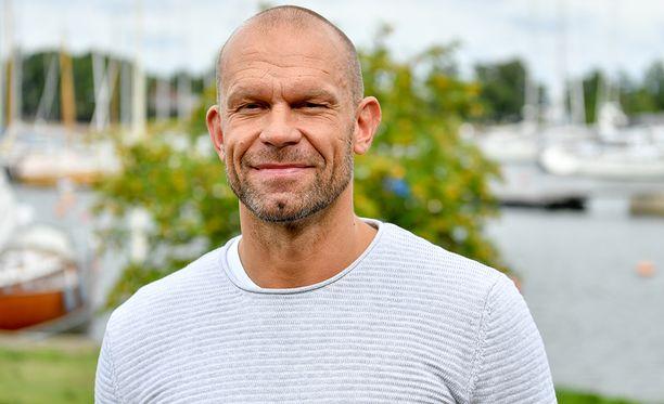 Jere Karalahden kirja Jere ilmestyy perjantaina. Sen on kirjoittanut toimittaja Aki Linnanahde.