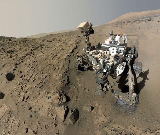 Curiosity keväällä 2014 otetussa selfie-kuvassa.