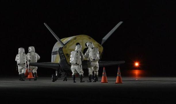 X-37B laskeutui salaiselta lennoltaan sunnuntaina aamuyöllä.