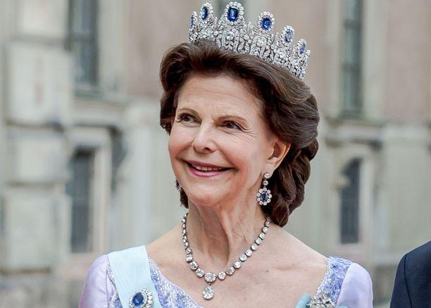 Ennen avioliittoaan Silvia oli töissä Argentiinan suurlähetystön konsulaatissa Münchenissä.
