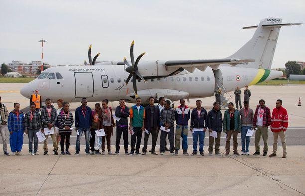 Joukko Eritreasta paenneita turvapaikanhakijoita lennätettiin lokakuussa Roomasta Luulajaan EU:n pakolaisten jälleensijoitusohjelman mukaisesti. Heillä on mahdollisuudet saada turvapaikka.