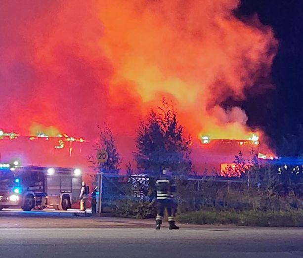 Palosta on levinnyt runsaasti savua.
