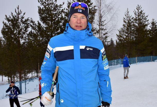 Päävalmentaja Matti Haavisto vastaa rajuun kritiikkiin.