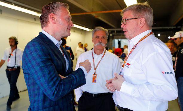F1:n voimakolmikolla Sean Bratchesilla (vasemmalla), Chase Careylla (keskellä) ja Ross Brawnilla riittää mietittävää siinä, miten lajia kehitetään tulevaisuudessa.